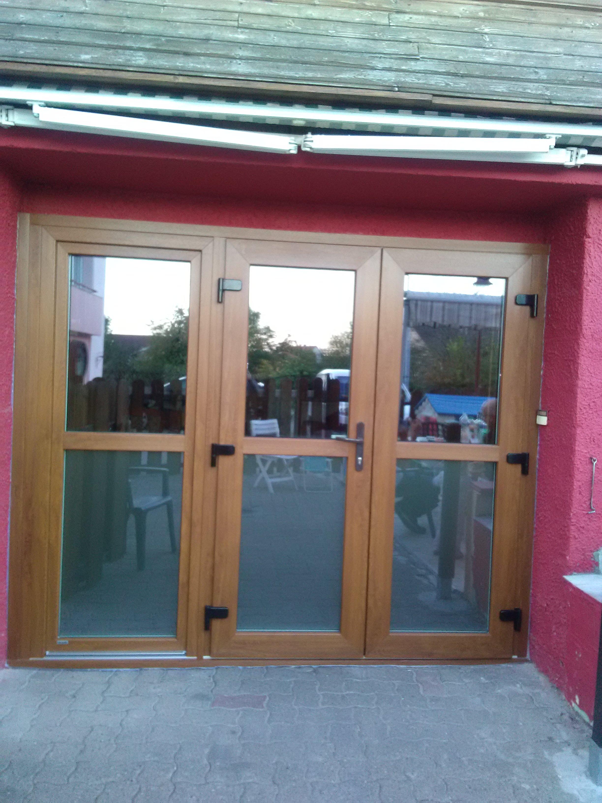 remplacement d'une porte de garage en bois par un ensemble composé